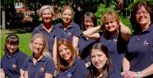 Unser Team besteht aus Kieferorthopädinnen, Zahntechnikerinnen und Zahnmedizinische Fachangestellten.